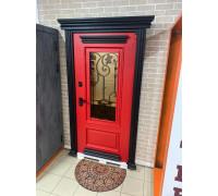 Красная входная дверь на улицу с багетами из металла и стеклопакетом
